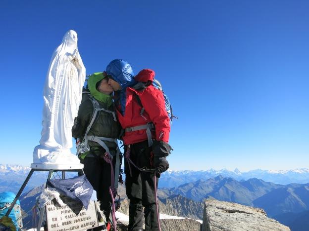 summit gran paradiso kissing